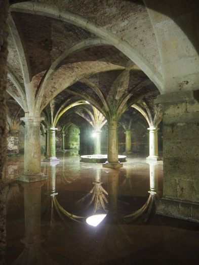 Portugese Cistern - mirror